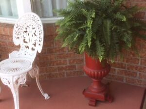 RED WROUGHT IRON URN, COMPLETE ON 4 FOOTED STANDS