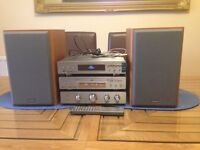 HITACHI AX-M135 COMPACT HIFI SYSTEM & MATCHING SPEAKERS