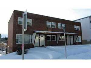 ** $750 1 BD CORNER TOWNHOME, walk to 17 Ave SW & Marda Loop **