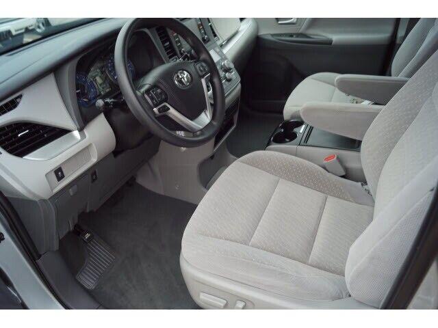 Image 7 Voiture Asiatique d'occasion Toyota Sienna 2020