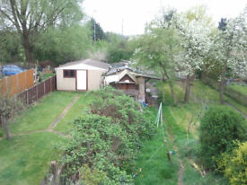 3 double 1 Single Rooms in Greenford, House Overlooks Trees, 8 Min Walk Central line Zone 4,Friendly