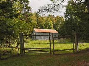 3 Bdrm Country Home with Mountain Views, Barn + 8 acres land West Island Greater Montréal image 11