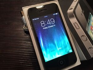 IPHONE 4 16 GB Black, Mint cond, no cracks or scratches $125