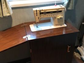 Singer 514 Sewing Machine in Cabinet (Mahogany) For Sale