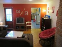 NICE ROOM 1MIN BERRI-UQAM METRO ! 1er Avril. (FILLE) GIRL ONLY