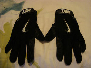 NIKE SPORTS BLACK GLOVES