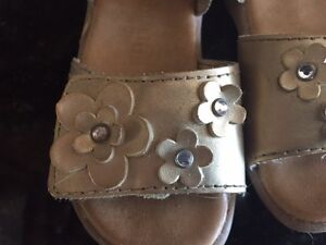 Smart Fit Gold Sandals size 6 toddler in great condition