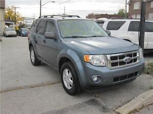2010 Ford Escape XLT Clean Carproof 1 owner  4 wheel drive  V6