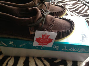 BRAND NEW! LAURENTIAN CHIEF BROWN MOCCASIN SIZE 7 in box