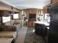 Springdale 28' trailer with Pullout - Bunks