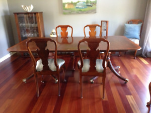 Elegant baker dining room table + 6 chairs
