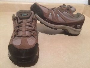 Women's New Balance 606 Abzorb Hiking Shoes Size 11 London Ontario image 1
