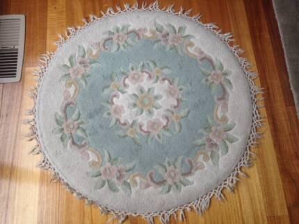 Large Round Floor Carpet and Rectangular Floor Carpet