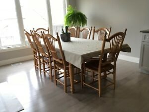 SOLID OAK DINING ROOM TABLE AND 8 CHAIRS