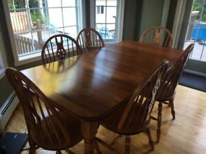 Solid Birch Dining Room Table With 6 Bow Back Chairs