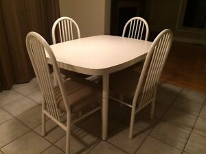 Kitchen/Dining table for 4