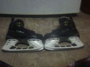 Bauer Supreme Accels size 3 EE very good condition