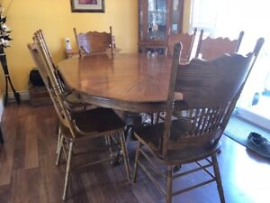Colonial dining table and chairs