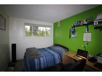 Cozy & EXCELLENT LOCATION, 3 blocks from C-train, 20 min to DT