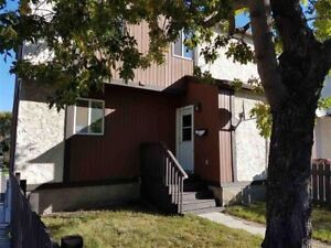 Wonderful 3 Bedroom Townhouse in great location. Pets FREE!!