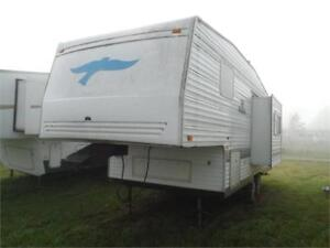 2002 Prowler 24 5C - 24' Rear kitchen 5th wheel with slide