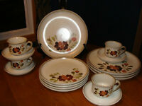 DENBY LANGLEY SERENADE DINNERWARE (ENGLAND), 4 PLACE SETTINGS