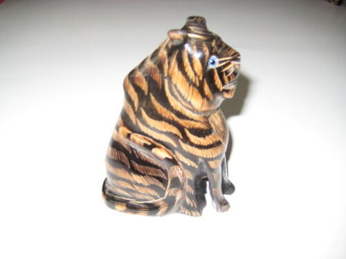 HAND CARVED  TIGER - WATER BUFFALO HORN, THAILAND