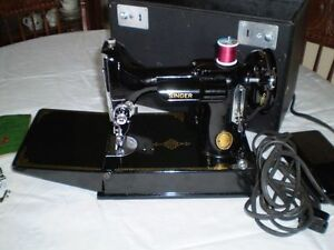 Singer Featherweight Sewing Machine Vintage 221