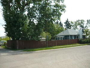 Quaint house with garage and huge yard.....Crossfield