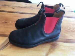 Mens Blundstone boots size 8