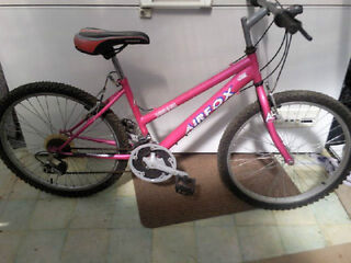 "TEENAGERS,LADIES 15""INCH FRAME APOLLO AIRFOX MOUNTAIN BIKE £35.00"