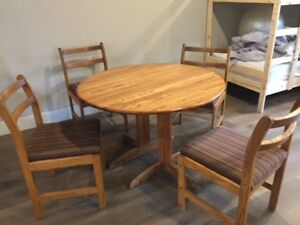 """Oak Dining Table 42"""" diameter, 4 chairs, 18"""" Leaf"""