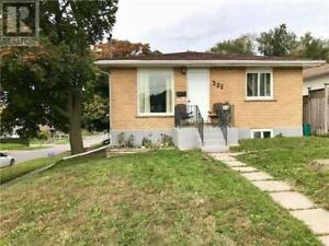 ⭐2 BEDROOM with WALKOUT BASEMENT⭐ JUST RENOVATED!!