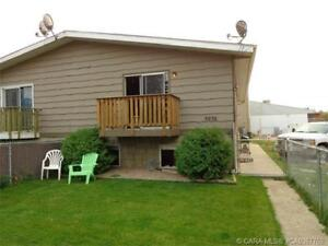 Half a Block from the beach with fenced yard! ~ Available Oct 1