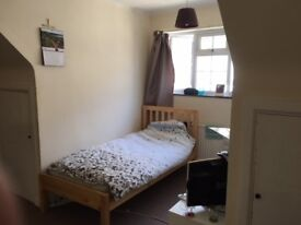 Large room on a floor all to yourself in a huge house in Mill Hill NW7 All bills included with WIFI