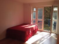 2 LARGE BRIGHT DOUBLE ROOMS JUST 5 MINUTES TO GYPSY HILL STATION AND THEN JUST 22 MIN TO VICTORIA!
