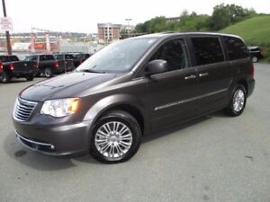 2016 Chrysler TOWN & COUNTRY TOURING (JUST REDUCED TO $27977!! D