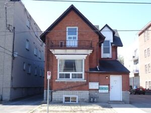 LARGE 3 BEDROOM UNIT CLOSE TO QUEEN'S - 334-1 University Ave