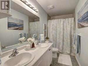 Fabulous 2 Bed/2 Bath Town in Central Milton! Just Listed!!! Oakville / Halton Region Toronto (GTA) image 12