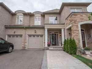 Stunning 3BR Home On Quiet Cres In Desirable West Oak Trail