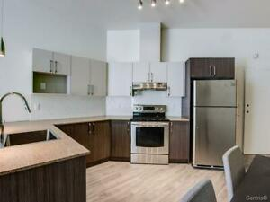 Superbe 4 1/2 style condo a louer Longueuil