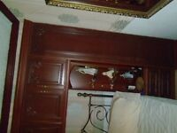 BED ROOM WARDROB UNITS OVER BEAD SUIT KINGSIZE GOOD CON MAHOGANY 2 ROBES BED SIDE CABS CHEST DRAWS