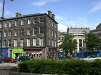 Festival Apartment - Lothian Road with 14 Individual Beds, Living Room, Kitchen & 2 Bathrooms