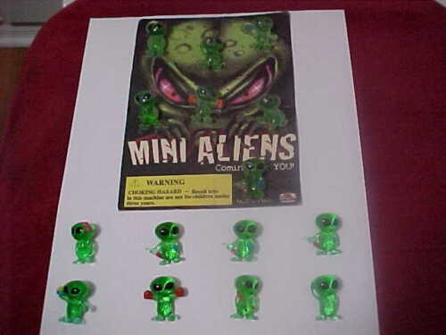vintage Mini Aliens Vending Machine Display card from the 90