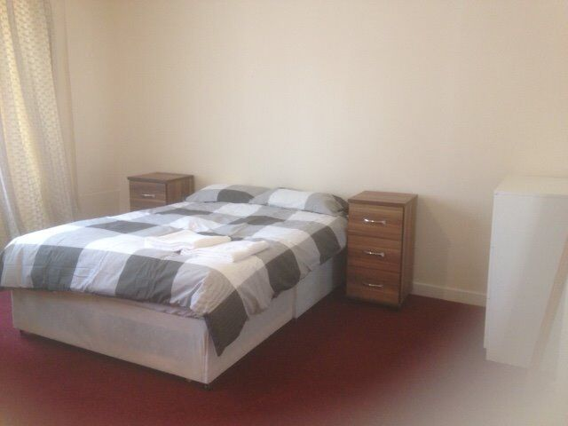 Double Room with En-Suite in West End - Fully Inclusive Rent