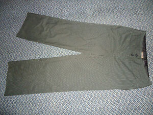 Ladies size 12 winter weight midnight navy DRESS PANTS Kingston Kingston Area image 1
