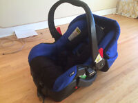 QUINNY CAR SEAT WITH BASE