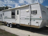2002 33 Ft Gulfstream Conquest travel trailer/Camper with Slide