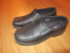 Boys size 6 (largest size in boys) black dress shoes.
