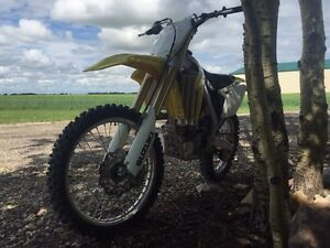 2011 Suzuki rmz450, fuel injected! like new!! less then 40hrs!!